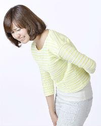 腰痛の女性画像